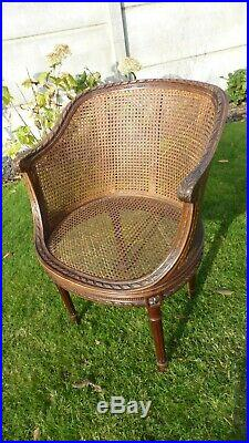 ANCIEN FAUTEUIL CANNE. Bergère style Louis XVI. Double cannage. Caned armchair