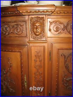 Ancien Buffet Bas Enfilade En Bois Richement Décoré De Frise De Style Louis XVI