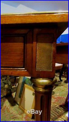 Ancien bureau table en acajou epoque 19 eme style louis XVI pieds fuseaux cuivre