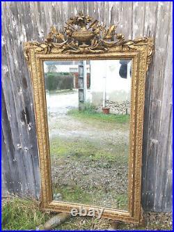 Ancien grand miroir mural de style Louis XVI en bois et platre glace biseautée