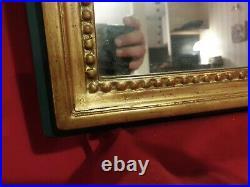 Ancien miroir rectangulaire de style Louis XVI en bois sculpté doré