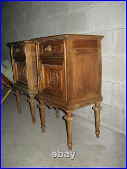 Ancienne Paire De Chevets En Bois De Noyer De Style Louis XVI