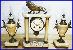 Ancienne Pendule Portique à Colonnes Onyx et Bronze style Louis XVI avec LION