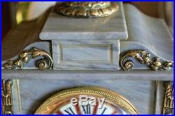 Ancienne pendule en marbre gris et bronze patiné style louis XVi