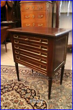 Argentière commode aménagée pour ménagère 5 tiroirs en acajou de style Louis XVI