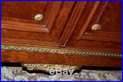 Bahut / buffet de style Louis XVI signé et estampillé A. BASTET à Lyon