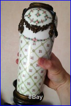 Beau Vase XIXéme en porcelaine et bronze marque Sévres style Louis XVI