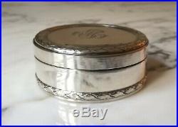 Belle boite tabatière ou bonbonnière ronde de style Louis XVI en métal argenté