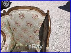 Bergere fauteuil à oreilles style Louis XVI en bois doré