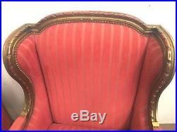 Bergères a oreilles de style Louis XVI Paire de bergères a oreilles en bois doré