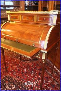Bureau à cylindre acajou plateau marbre blanc style Louis 16 signé Ringuet desk