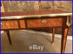 Bureau plat en marqueterie de style Louis XVI