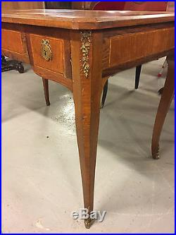Bureau plat style Transition Louis XV-Louis XVI marqueterie bronzes dorés