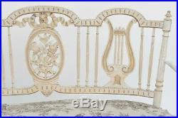Canapé canné de style Louis XVI