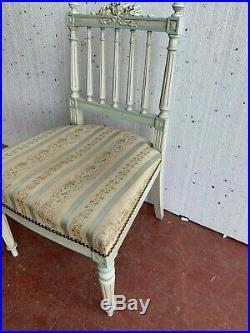 Chaise Chauffeuse de style Louis XVI en bois laqué Dossier a barreaux XX siècle