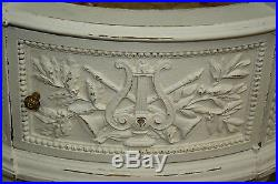 Chevet / table de salon en chêne sculpté et mouluré de style Louis XVI