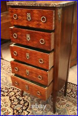 Chiffonnier à 5 tiroirs à décor marqueté de style Transition Louis XV Louis XVI