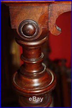 Console/Table de milieu de style Louis XVI en noyer XIX ème