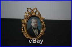 Deux portraits Miniature ovale peinte cadre de style Louis XVI