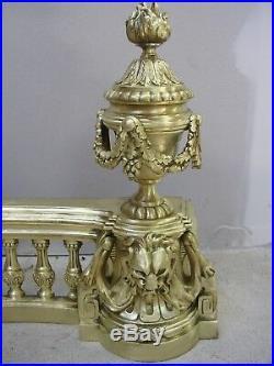 Devanture de cheminée en bronze, style Louis XVI, Lions, cassolette, époque XIXe