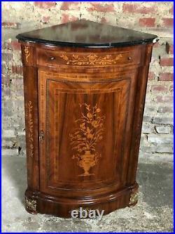Encoignure de style transition Louis XV XVI en placage marqueterie à dessus de