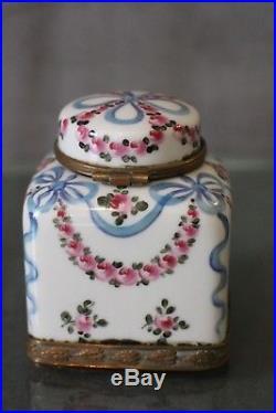 Encrier de style Louis 16 Marie-Antoinette en porcelaine marquée Sèvres inkwell