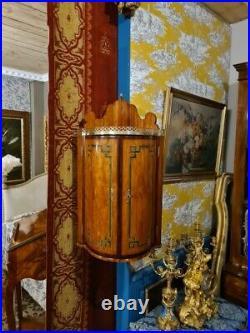 Etagère d'angle à suspendre de style Transition Louis XV-Louis XVI, XVIIIeme