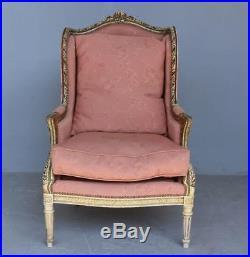 Fauteuil bergère à oreille style Louis XVI laqué doré fin XIXème