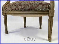 Fauteuil cabriolet de style Louis XVI dossier médaillon