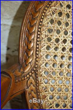 Fauteuil d'enfant style louis XVI en noyer sculpté et canné