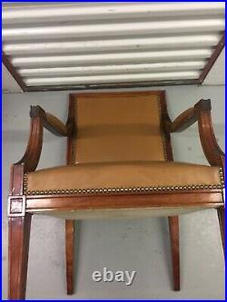 Fauteuil de bureau style Louis XVI revêtement cuir couleur fauve, début XXème