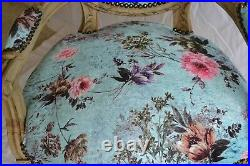Fauteuil de style Louis XVI beu fleurs roses