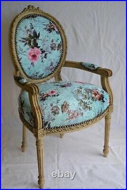 Fauteuil de style Louis XVI bleu