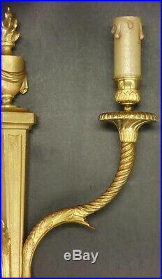 GRANDE PAIRE D'APPLIQUES, AUX FLAMBEAUX, STYLE LOUIS XVI BRONZE 37 cm