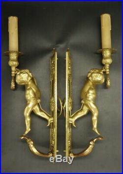 GRANDE PAIRE D'APPLIQUES, AUX PUTTI, STYLE LOUIS XVI BRONZE 39 cm