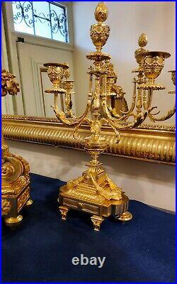Garniture de Cheminée XIXeme en bronze ciselé et doré style louis XVI