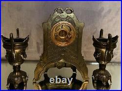 Garniture de cheminée réveil paire de vase Médicis à anses métal style Louis XVI