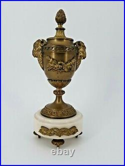 Garniture de cheminée style Louis XVI en bronze et marbre, XIX ème s