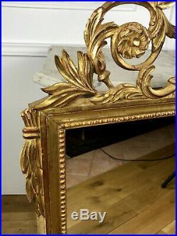 Glaçe / Miroir En Bois Sculpté Et Doré De Style Louis XVI A Decor De Colombes