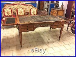 Grand bureau plat style Louis XVI marqueterie bronzes dorés