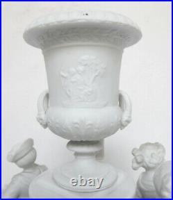 Grand centre de table de STYLE LOUIS XVI en BISCUIT de porcelaine, époque XIXe