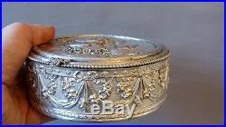 Grande Boîte Ronde En Bronze Argenté, Décor Aux Colombes De Style Louis XVI