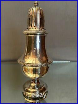 Grande saupoudreuse sucrier en argent massif poinçon Minerve de style Louis XVI
