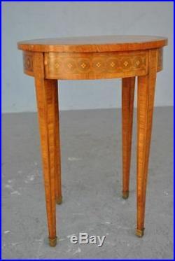 Guéridon de style Louis XVI marquetée