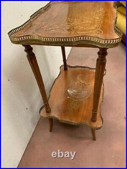Guéridon deux plateaux de style Louis XVI Galerie de laiton XX siècle