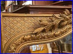 Important miroir XIXe à fronton en bois et stuc doré de style Louis XVI 173,5 cm