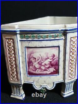 Jardinière style Louis XVI décor de putti à identifier Old ceramic planter