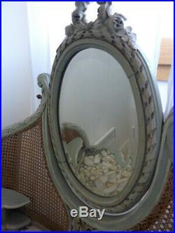 Jolie coiffeuse cannée de style Louis XVI
