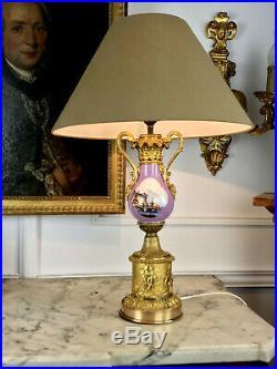 LAMPE 19eme DE STYLE LOUIS XVI EN FORME DE VASE EN PORCELAINE ORNÉE DE BRONZE