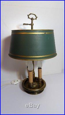 Lampe bouillotte bronze doré trois lumières abat jour en tôle style Louis XVI